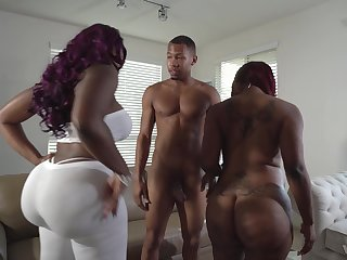 Curvy ebony babes Diamond Monroe and Victoria Cakes in a triune