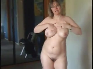 Hot milf with natural big tits as she got so horny and masturbate infront be worthwhile for her cam