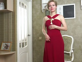 Sweetmeat milf helter-skelter red threads Lisa Young gets naked plus masturbates twat