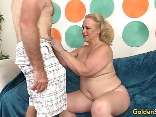 Saleable Grandpa Has Hot Mature Sex with Chunky Floozy Summer