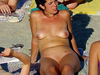 Hot Voyeur Amateur MILFs - Nudist Careen Spy Glaze