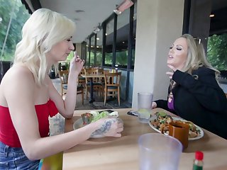 Chloe Temple admits to Carmen Valentina become absent-minded she wants to taste her juices